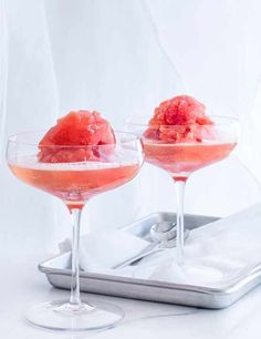 Blood orange sgroppino Sweet and boozy, this twist on a traditional Venetian cocktail of lemon sorbet and prosecco uses blood oranges to give an extra boost of colour and flavour Prosecco Sparkling Wine, Prosecco Cocktails, Cocktail Drinks, Cocktail Recipes, Pina Colada, Summer Desserts, Summer Recipes, Frozen Desserts, Kitchens
