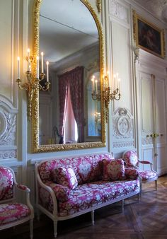 Versailles - the Salon De Compagnie where Marie Antoiniette held court Chateau Versailles, Palace Of Versailles, French Architecture, Interior Architecture, Luis Xvi, Modernisme, World Of Interiors, French Interiors, Marquise