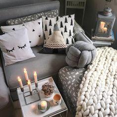 Auf einen kuscheligen Dezember | SoLebIch.de - Foto von Mitglied herein.spaziert #solebich #interior #einrichtung #inneneinrichtung #deko #decor #decke #blanket #couch #sofa #kissen #cushion #pillow #haytraytable #beistelltisch #occasionaltable #kubus
