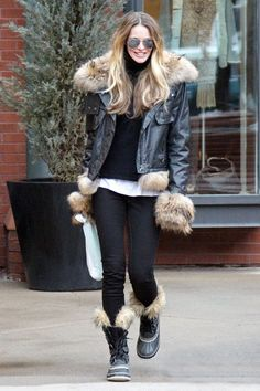 Supermodel Elle Macpherson bundles up in the winter cold in furry boots and a fur lined jacket as she strolls over to an art gallery in Aspe...