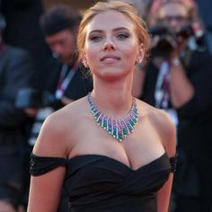 These Scarlett Johansson Photos Are About as Red Hot as Black Widow's Hair Beautiful Celebrities, Beautiful Actresses, Gorgeous Women, Hottest Female Celebrities, Beauté Blonde, Black Widow Scarlett, Sexy Women, Celebs, Lady