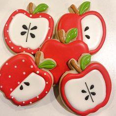 #loveapple #applecookies #sweetdesignsbyjudit #sugarcookies royalicing #customcookies