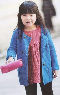 Лёгкое вязаное пальто для малышки