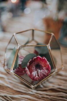 Aranjamente Florale pentru Nunti, buchete, decorațiuni. Calitate și creativitate pentru nunți și botezuri minunate! Suna-ma chiar acum! Floral Wedding, Wedding Flowers, Terrarium, Rose Gold, Bride, Design, Terrariums, Wedding Bride, Bridal