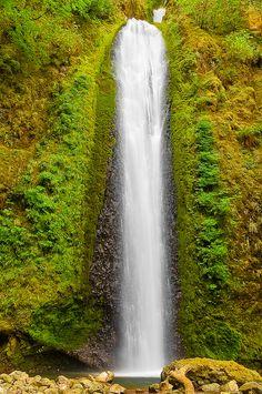 Gorton Creek Falls Wyeth, Oregon, USA