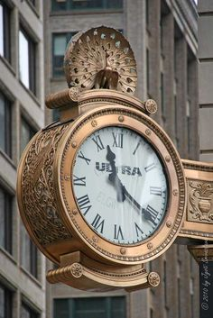Public Art in Chicago: Loop Clocks. Pinned by #CarltonInnMidway - www.carltoninnmidway.com