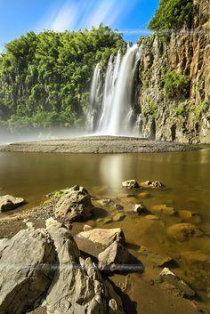 Cascade Niagara - Ile de la Réunion Places Around The World, Travel Around The World, Around The Worlds, Picture Places, Garden Trees, Amazing Destinations, Nature Pictures, Beach Trip, Pretty Pictures
