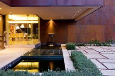 """Sculptural Steel Walls and Infinity Pool: """"House The"""" by Nico van der Meulen Architects 