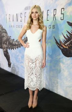 Check it out! Suki Waterhouse in Burberry