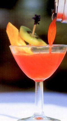 Rossini koktél Cocktail Drinks, Cocktails, Margarita, Recipies, Beverages, Food And Drink, Tableware, Craft Cocktails, Recipes