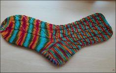 Diagonales Lochmuster Wolle gefärbt von Etherische Öle Nadelspiel: 2,5 64 Gesamtmaschen Größe: 39/40 Bündchen: 5 Runden 1 r...