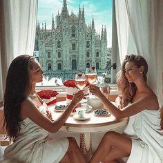brunch scene- duet luxury gifts for her, fri Jet Set, Beverly Hills, Pilates, Kristina Krayt, Under Armour, Luxury Gifts For Her, Luxury Lifestyle Fashion, Fashion Now, Fashion Clothes
