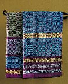 Want to weave gorgeous overshot towels? Get tips for weaving to square here!