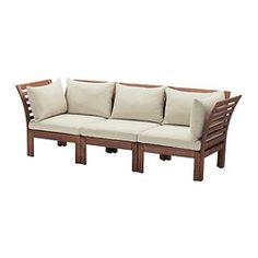 IKEA - ÄPPLARÖ / HÅLLÖ, 3-pers. sofa, ude, brun bejdse/beige, , Kombiner forskellige siddesektioner og lav en sofa i en form og størrelse, der passer perfekt til dit udendørsområde.Puden holder længe, fordi den kan vendes og bruges på begge sider.Betrækket er nemt at holde rent og frisk, fordi du kan tage det af og vaske det i vaskemaskinen.Gør din sofa mere komfortabel og personlig med hynder og løse puder i forskellige størrelser og farver.Møblerne er forbehandlet med flere lag se...