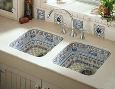 OMG! I love this sink! Wow....classic farmhouse sink with a chicken motif! Photo source: http://www.pinterest.com/pin/63261569741007998/ — with Tina Miranda and Luz de Bain.