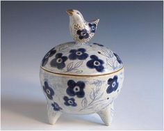 Margaret Wozniak Ceramics click now for info. Ceramic Boxes, Ceramic Jars, Ceramic Pottery, Slab Pottery, Slab Boxes, Clay Box, Pottery Designs, Pottery Ideas, Pinch Pots