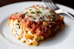 """Lasagna """"Wrap Ups"""" Stuffed with Sliced Portobellos, Herbed-Ricotta Cheese, Roasted Peppers & Spinach [The Cozy Apron]"""