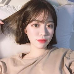 Hair short korean bangs 27 new ideas Korean Short Hair Bangs, Ulzzang Short Hair, Korean Haircut, Short Hair With Bangs, Girl Short Hair, Hairstyles With Bangs, Trendy Hairstyles, Short Hair Cuts, Girl Hairstyles