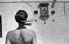 Ferdinando Scianna 1994 La Isleta del Moro, Spagna: nudo di spalle. Magnum Photos, Fashion Photo, Photo Art, Black And White, Monochrome, Pictures, People, Women, Style