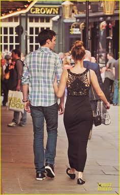 Nicholas Hoult & Jennifer Lawrence <3 I think it's adorable that they're really together ^_^