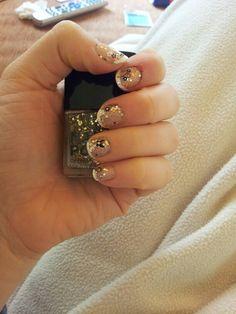 abschlussball fingernnägel - frensh nails + gold glitter + schwarze nageltattoos
