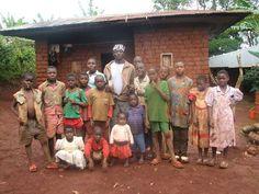 Ange Konfyeyane, 58 ans, veuf et père de 12 enfants, est un volontaire de la Société nationale de la Croix-Rouge centrafricaine. Inspiré par l'histoire d'Henri Durant, l'homme d'affaires Suisse qui permit de créer l'Organisation internationale, Ange a...