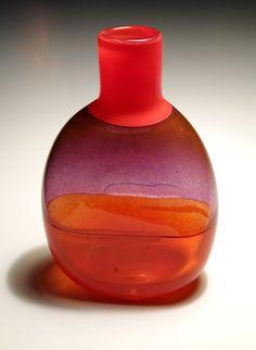 Pullo Franck, Kaj, Nuutajärvi | Designlasi.com Glas Art, Blown Glass Art, Antique Glass, Glass Design, Colored Glass, Scandinavian, Glass Vase, Perfume Bottles, Pottery