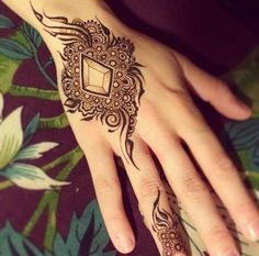exquisite mehndi design 11
