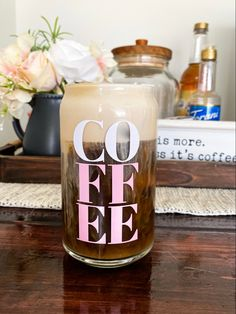 To Go Coffee Cups, Glass Coffee Cups, Coffee Mugs, Crafty Projects, Vinyl Projects, Bullet Journal Diy, Disney Cups, Diy Mugs, Custom Cups