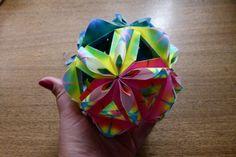 """Kusudama """"Conexão Serramar"""" realizado por Erika Karnauchovas, diagrama do livro Livro"""" Origami em FLOR, de Flaviane Koti e Vera Young."""