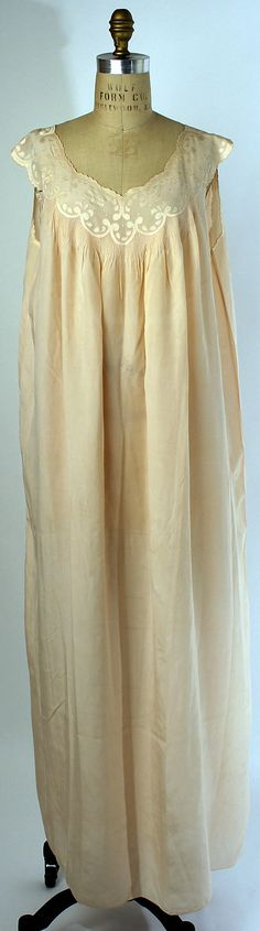 Silk nightgown 1920-29 - beautiful tiny tucks