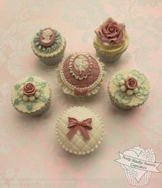 Vintage cameo, bows and roses cupcakes