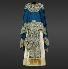 Mathew A simple pillar ornament from the century monastery of Nerezi, served as the Traditional Fashion, Traditional Outfits, Priest Robes, Priest Clothing, Orthodox Priest, 1800s Fashion, Fashion Women, Gold Work, Orthodox Icons