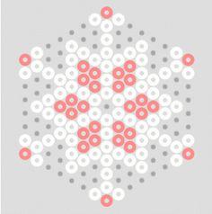 Hiver : boules de neiges et manteau blanc en perles à repasser Perler Bead Designs, Hama Beads Design, Perler Bead Templates, Diy Perler Beads, Perler Bead Art, Pearler Beads, Fuse Beads, Pearler Bead Patterns, Perler Patterns