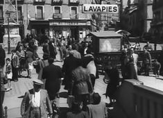 Antigua salida de Metro en la Plaza de Lavapiés (Surcos, 1951)