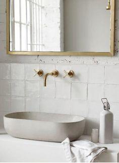 Bathroom wall decor, bathroom ideas, white bathroom, laundry in bathroom,. Bathroom Wall Decor, Bathroom Flooring, Bathroom Interior Design, Modern Bathroom, Small Bathroom, Bathroom Cabinets, Bathroom Vanities, Bathroom Pink, Bathroom Ideas