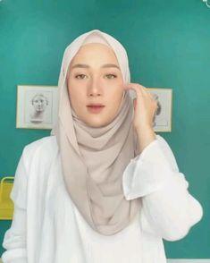 Modern Hijab Fashion, Hijab Fashion Inspiration, Muslim Fashion, Simple Hijab Tutorial, Hijab Style Tutorial, Pashmina Hijab Tutorial, Beautiful Hijab Girl, Mode Turban, Hijab Style Dress