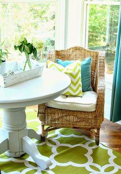 水のエレメント:水色、ガラス 風のエレメント:水色のカーテン、グリーン 火:(光)、土(ラタン、木のフローリング、テーブルなど)※バランスの良い空間