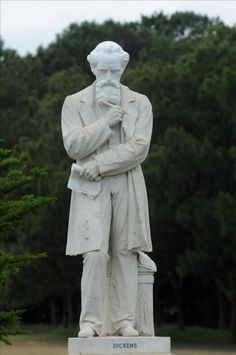 A life-size statue of the English novelist Charles Dickens opened on February 7, 2011, at Centennial Park, Sydney (Australia). Dickens is one of the authors honored at the Book Fair in Mexico.