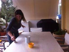 Πώς να βάψετε και να κερώσετε με τον σωστό τρόπο! Ένας πολύ χρήσιμος οδηγός απο το Anniesloan.gr! | Φτιάξτο μόνος σου - Κατασκευές DIY - Do it yourself Chalk Paint Furniture, Diy Furniture, Annie Sloan Chalk Paint, Decoupage, Diy And Crafts, Wood, Creative, Home Decor, Refurbishment