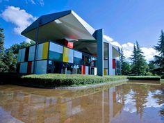 Le Corbusier House by Lake Zürich Le Corbusier, Lake Zurich, Pierre Jeanneret, Design Projects, Mansions, House Styles, Building, Outdoor Decor, Switzerland