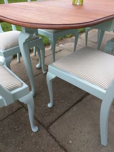 Queen Anne Style Dining Table & 4 Chairs