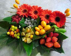 Frutas y flores en Naranjas de la China Fruit Flowers, Diy Flowers, Healthy Picnic Foods, Vegetable Bouquet, Kitchen Baskets, Christmas Hamper, Edible Arrangements, Pink Candy, Floral Design