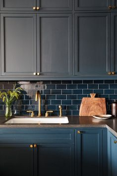 Dark cabinets + glossy, dark subway tile + dark countertops // Design by Amanda Jesse and Whitney Parris-Lamb