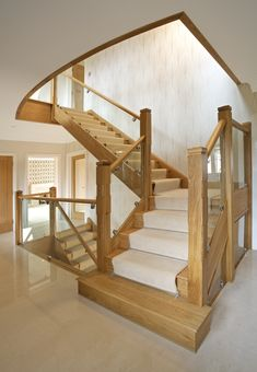 This modern staircase is both natural and industrial, mixing natural wood treads with a carpet runner held in place with metal fixtures. The staircase spans multiple levels of the home. Luxury Staircase, Staircase Design, Open Staircase, Cottage Staircase, Staircase Pictures, Stair Design, Staircase Ideas, Flur Design, Hall Design