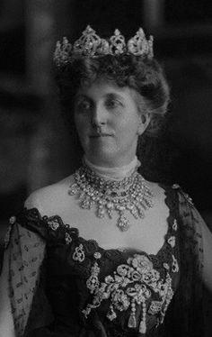 Kathleen Bulkeley, Duchess of Wellington, wearing the Wellington Tiara, United Kingdom (19th c.; diamonds). © National Portrait Gallery, London.