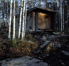 The smoke sauna is the traditional, 'original' type of Finnish sauna, (by Alvar and Elissa Aalto).And I have one YAAAAAAAAAAA. Japanese Bath House, Traditional Saunas, Sauna Design, Finnish Sauna, Off Grid Cabin, Sauna Room, Natural Homes, Interesting Buildings, Alvar Aalto