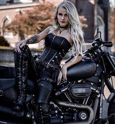 Lady Biker, Biker Girl, Biker Chick Outfit, Biker Rallies, Motorbike Girl, Motorcycle Girls, Bike Photoshoot, Leder Outfits, Maid Outfit