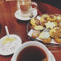 「 ☕️ happy end  #biscuits#tea#hotchocolate#greedy#gnamgnam#2am#comeon 」