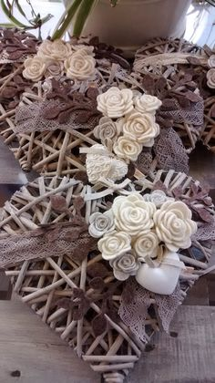 Diy Crafts Hacks, Diy Arts And Crafts, Hobbies And Crafts, Decor Crafts, Sola Wood Flowers, Paper Flowers, Wall Clock Collage, Shabby Chic Wall Art, Diy Spring Wreath